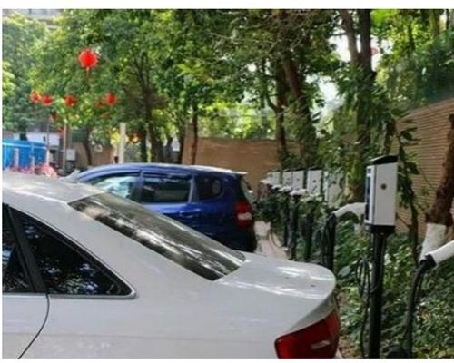 极数充与富通地产17家物业新能源汽车充电站项目